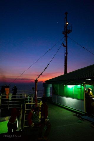 4 Jam di Selat Sunda | the atmojo